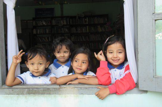 表紙:ミャンマーのこども